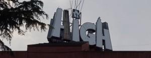 Les lletres ja deteriorades amb la imatge del 'highwayman' sobre de la i. Foto: Alfred Lieury