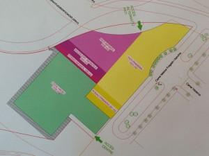 L'entrada de l'escola seria pel carrer Melchor i Folgado. A la part superior, la zona d'afectació de la futura rotonda.