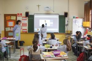 La pissarra digital, un element integrat a les aules de l'Escola PIA de Calella. Foto: escolapia.