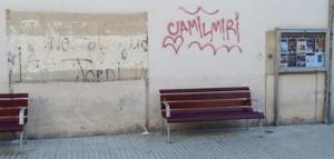 Carrer Església amb Indústria. L'Ajuntament posarà una nova cartellera municipal, atenent la reclamació dels ciutadans. Foto: carlespascual.cat