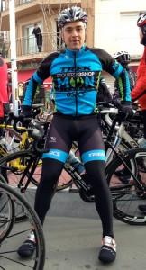 Ramón Medina Esparza present a l'acte de respecte al ciclista