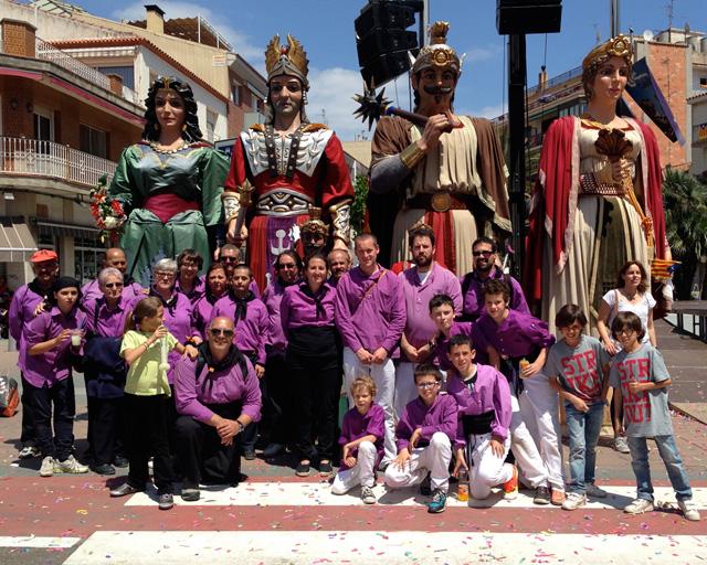 Representants de les Colles de Calella i Masquefa amb els gegants, la Magdalena, l'Isidre, en Quirze i la Minerva