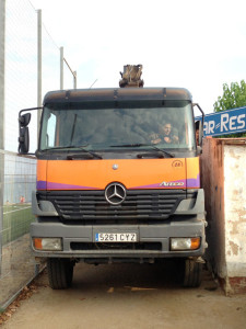 Gairebé sense marges per al pas del camió. Foto: carlespascual.cat
