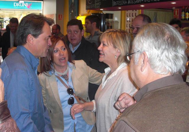 Visita d'Artur Mas a Calella, l'octubre del 2010, com a candidat per Convergència i Unió a les eleccions del Parlament de Catalunya d'aquell any. Foto: Flickr candinixcalella