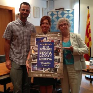 Xavier Arnijas, regidor de Ciutadania, Montserrat Candini, alcaldessa de Calella i Paca Sola, portaveu de Comediants