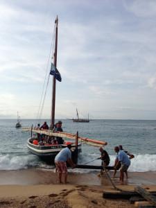 Varada del Sant Pau (vela llatina) a la platja de Calella. Amb motiu de la posada en marxa del FERM. Foto: carlespascual.cat