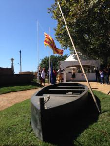 Moment de l'hissada de la senyera, amb què s'ha inaugurat la Fira de Calella dedicada a les Terres de l'Ebre. Foto: carlespascual.cat