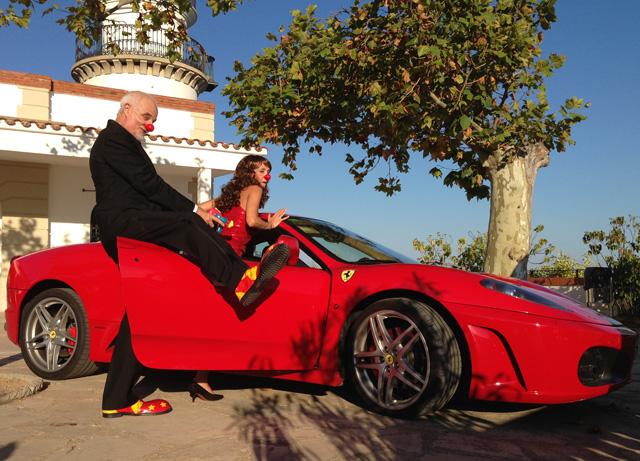 En Pepus i la Clara, de Salut i Clowns, recreen a James Bond al Far de Calella. Foto: carlespascual.cat