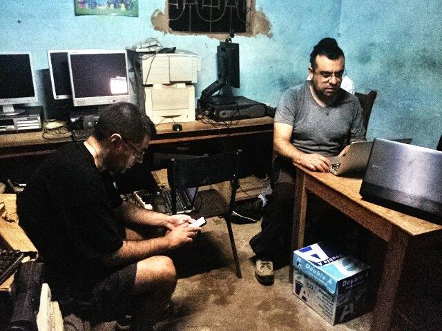 Ciber cafè als afores de Bignona, al Senegal. Difícils condicions de treball. Foto: Quim Fàbregas