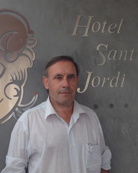 Josep Maria Corrales, hoteler i empresari. Propietari de l'Hotel Sant Jordi i soci de la Creu Groga i de l'Sport Àrea