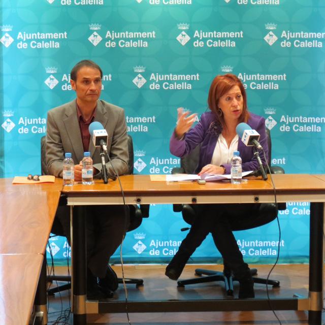 L'alcaldessa de Calella, Montserrat Candini i el portaveu del grup municipal del PSC, Josep Maria Juhé, el dia de la presentació de l'acord. Foto: Ajuntament de Calella
