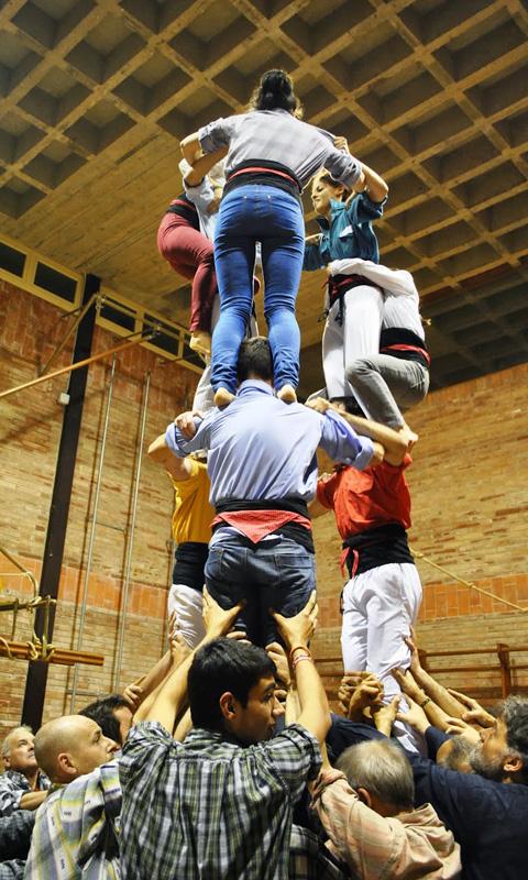 La Colla castellera de l'Alt Maresme fa els seus assajos a l'escola Sant Jordi de Pineda. Foto: Colla Castellera