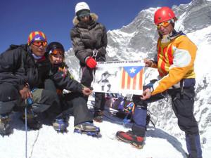 D'esquerra a dreta, Shangue (el sherpa), Lluna Martí, Carme Solà i Lluís Cases. Foto: Montaltrek