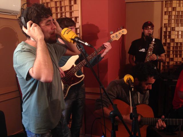 Txarango, als estudis de gravació de Catalunya Ràdio, presentant el seu nou disc Som Riu. Foto: carlespascual.cat
