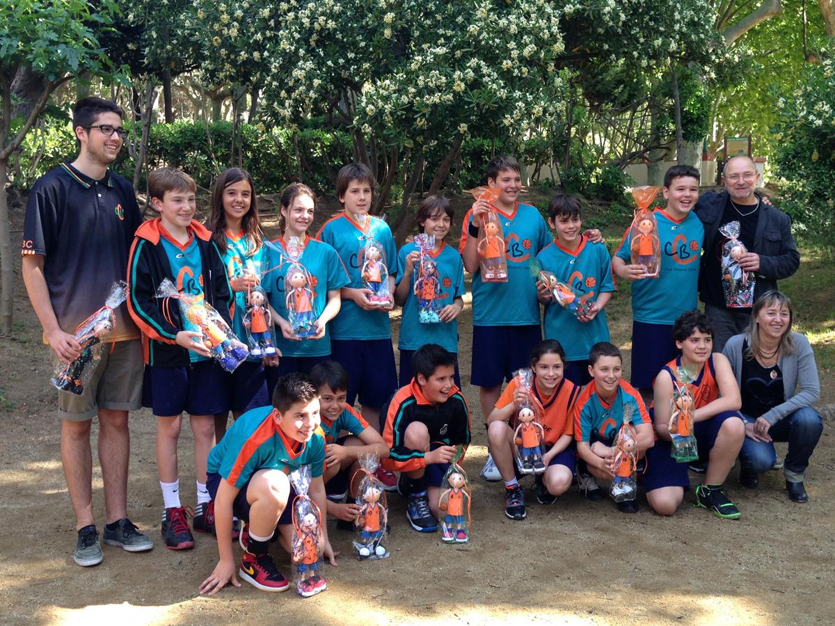 L'equip 'Mini Mixt A' del Club Bàsquet Calella. La foto de final de temporada. Foto: carlespascual.cat