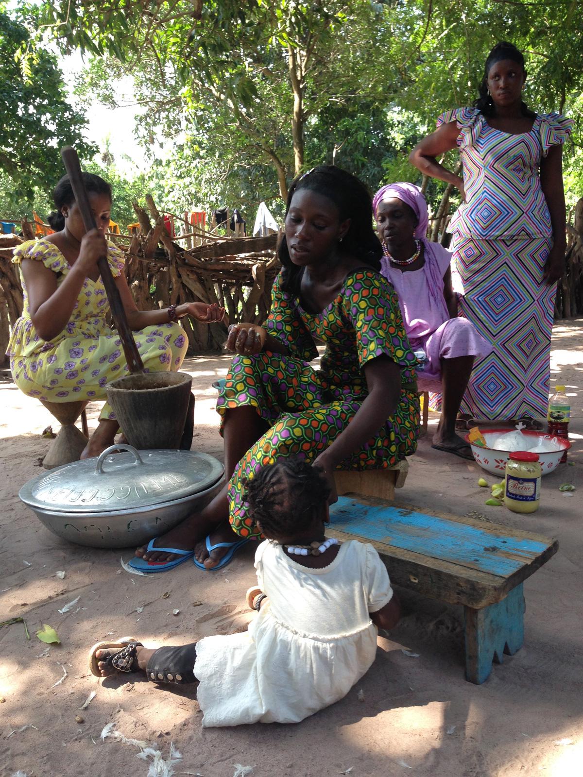 Les dones juguen un paper molt important a Caparan i a la societat africana. Foto: carlespascual.cat