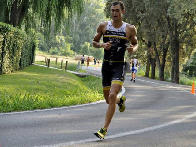 Moment de la cursa a peu, al Campionat de Catalunya a Banyoles. Foto: Èric Besora