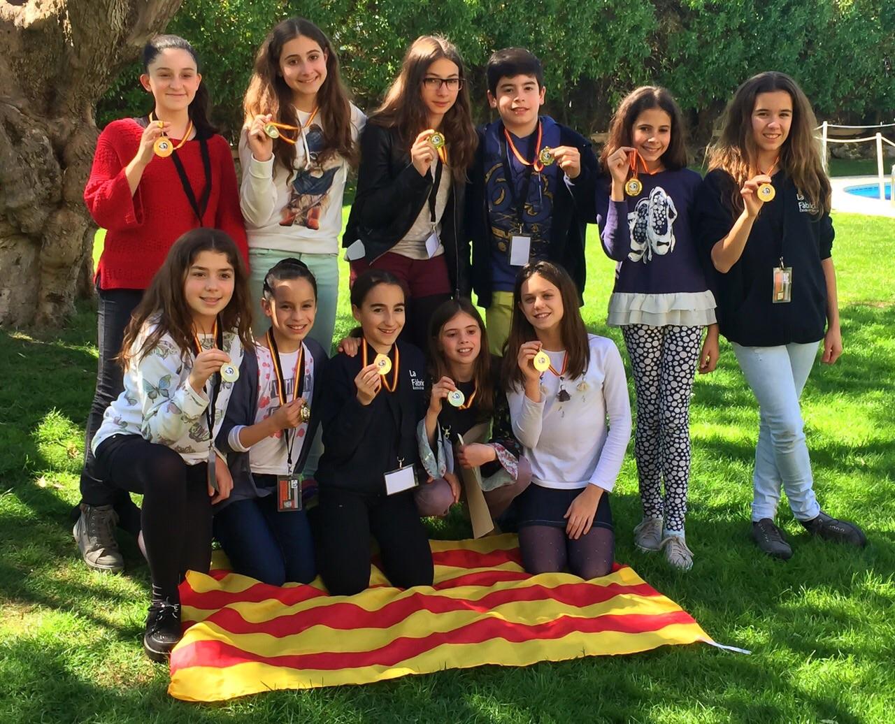 L'equip de l'escola de dansa 'La Fàbrica' de Calella amb l'or aconseguit al DWC2015 de Sitges. Foto: Jordi Verdura