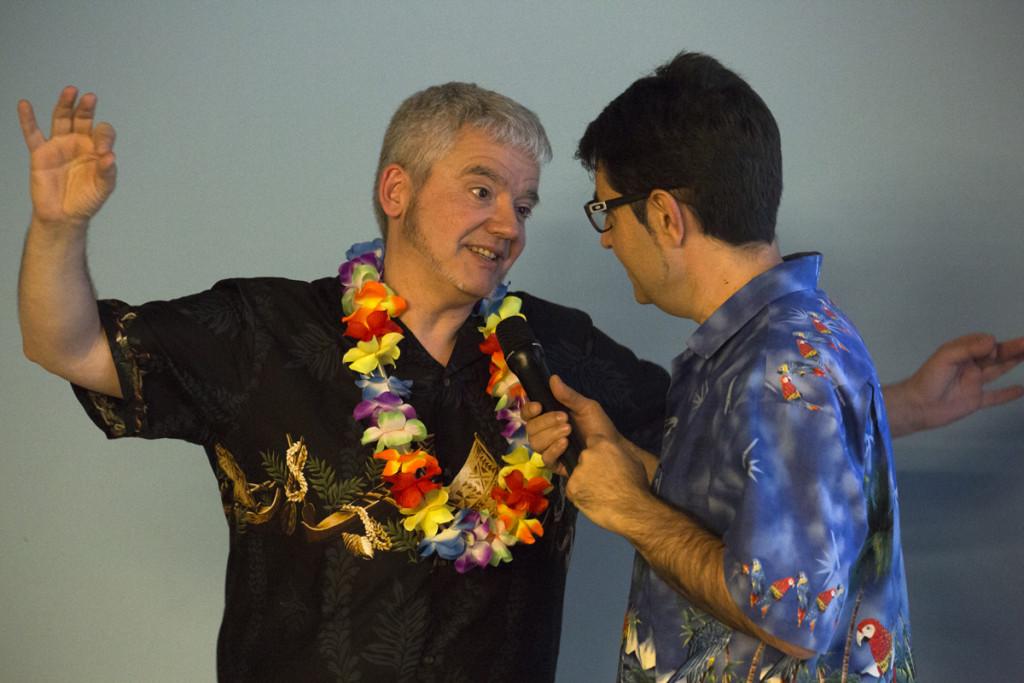 """Màrius Serra i Carles Pascual a la presentació a Calella de """"Res no és perfecte a Hawaii"""". Editorial Proa. Foto: Tino Valduvieco."""