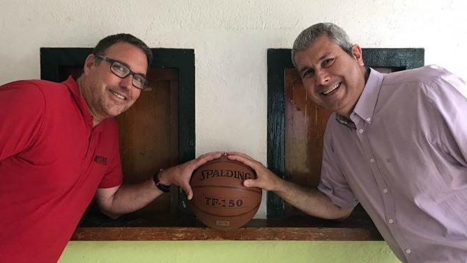 David Fors, nou president del CB Calella, i Miquel Mas, president sortint